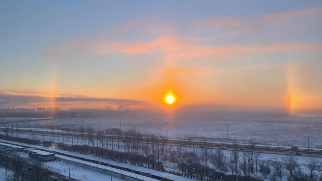Морозным утром петербуржцы заметили в небе солнечное гало