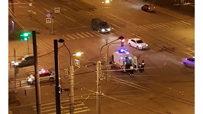 В ДТП на Наличной пострадали два сотрудника скорой помощи