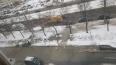 Водоканал собирает разлившуюся воду на Светлановском ...