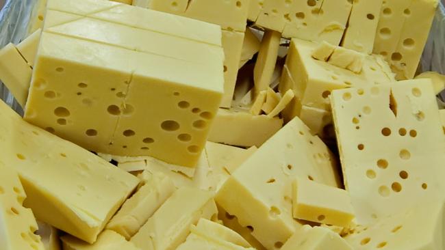 """Роспотребнадзор не пускает в Росиию производителей сыров из """"черного списка"""""""