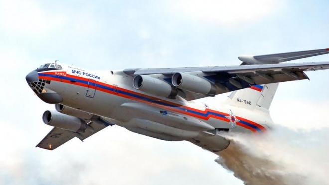 Транспортный самолет МЧС экстренно возвращается в Москву из-за неисправности