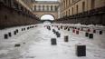 На льду Зимней канавки появились десятки книг