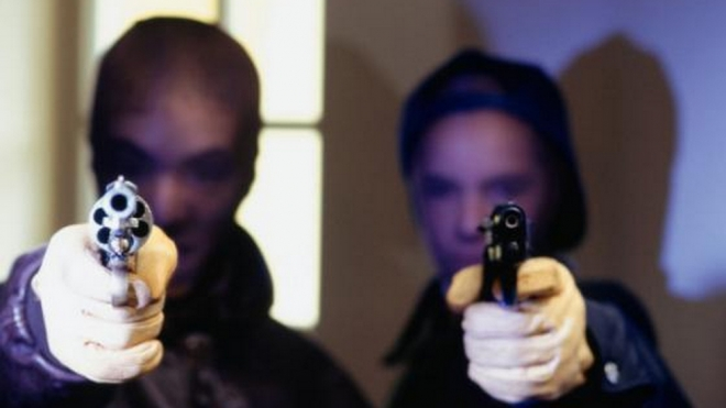 В Краснодаре  двое молодых грабителей совершили дерзкий налет на банк