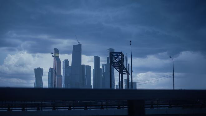 Москвичам отправили экстренное предупреждение о грозе и шквалистом ветре