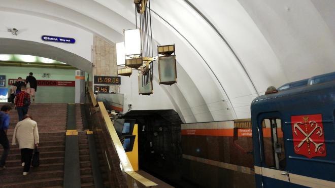 """Пассажир упал на пути на станции метро """"Проспект Большевиков"""""""