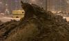 """Грязный петербургский сугроб превратили в скалу из мультфильма """"Король Лев"""" и постамент для Медного всадника"""