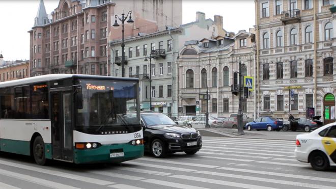 В Петербурге на пять маршрутов выйдут 15 дополнительных автобусов