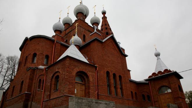Церкви Серафима Саровского в Петергофе вернули исторический облик