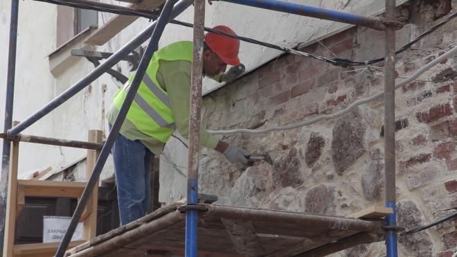 До конца года в Петербурге отремонтируют 206 фасадов жилых домов