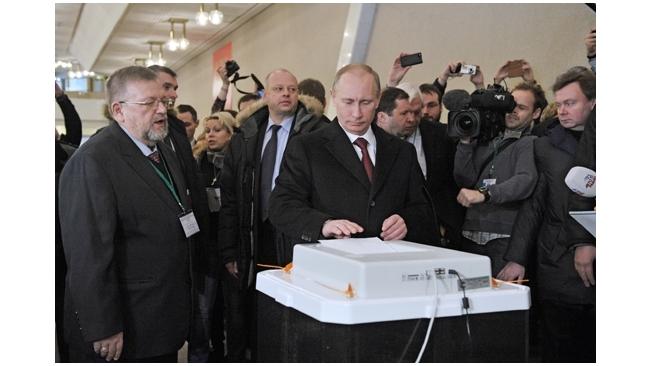 ФОМ и ВЦИОМ: по данным exit-poll Путин выиграл в первом туре