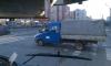 На перекрестке Комендантского и Долгоозерной мигрант выкидывал из машины пустые бутылки из-под водки