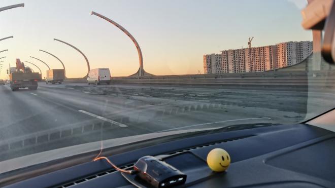 В Петербурге ЗСД залило жидким грунтом после аварии с грузовиком