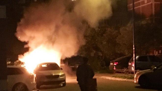 На Пулковском шоссе ночью подожгли машину
