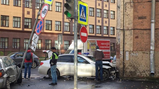 На Большом Сампсониевском BMW после ДТП протаранил дом