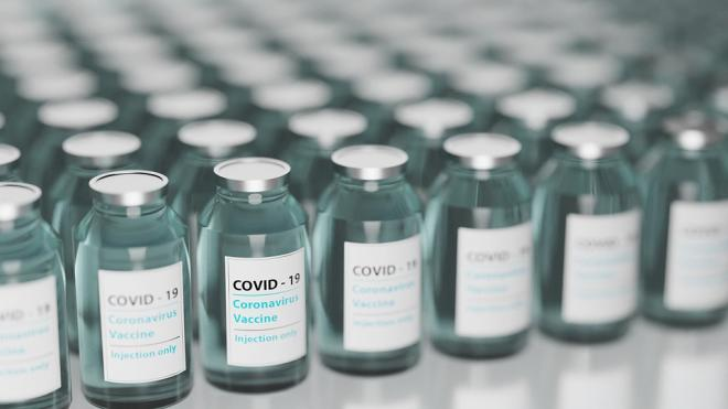 Роспотребнадзор сообщил о снижении заболеваемости COVID-19 в России
