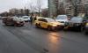 """На Индустриальном таксист влетел в припаркованные авто, чтобы объехать """"Жигули"""""""