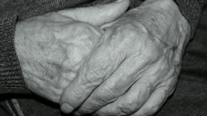 В петербургской гостинице до смерти избили пенсионерку