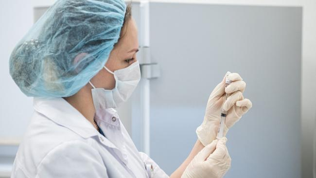 В России за сутки коронавирусом заболело 8 тысяч 217 человек, на 102 больше, чем днем ранее