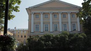 В дворе по Александровской улице Ломоносова появились новые футбольные ворота