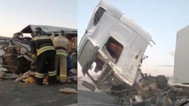 В Забайкалье микроавтобус попал в ДТП с двумя грузовиками