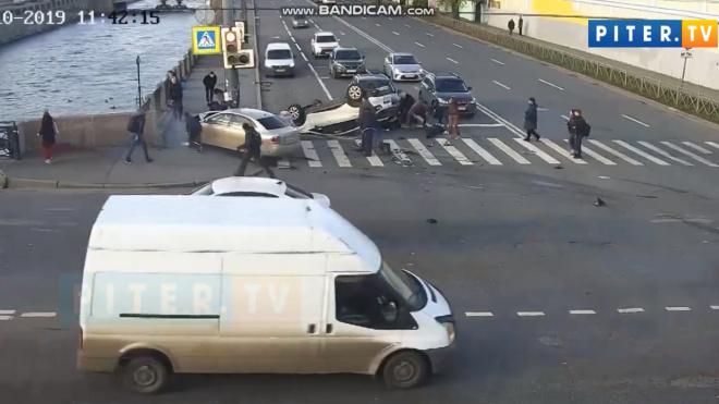 По факту ДТП на Лермонтовском проспекте возбудили уголовное дело