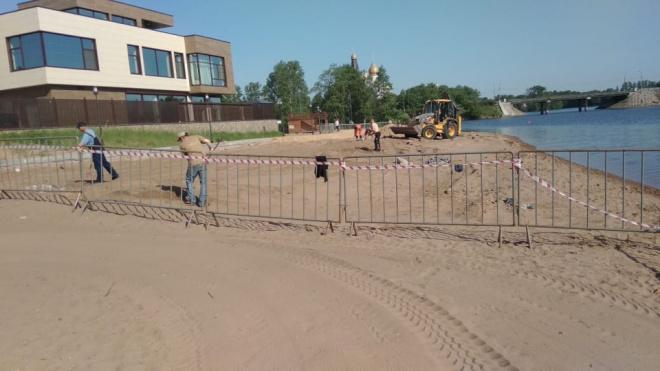 На Офицерском пляже демонтировали бетонный помост