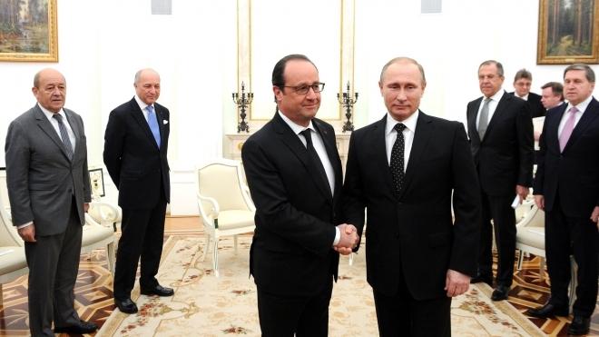 Олланд сожалеет о санкциях против России