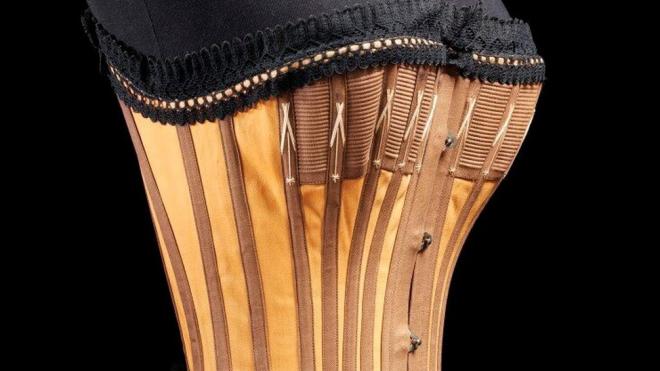 """Выставка """"Под одеждой. История дизайна нижнего белья"""""""