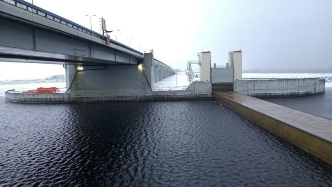 На петербургской дамбе в субботу закроют затвор С-2 для прохода судов