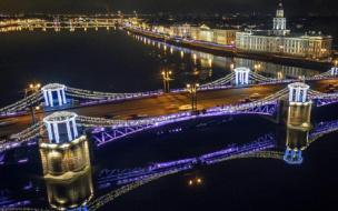 На петербургских мостах зажгли праздничную иллюминацию