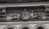 Петербуржцы заметили на Невском еще один изуродованный барельеф