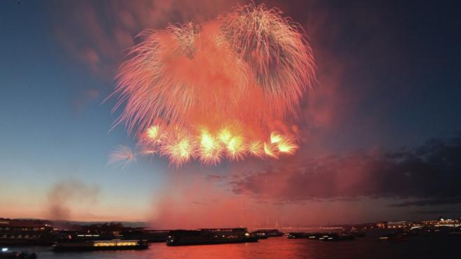 В День Победы в небо над Петербургом выпустят полторы тысячи фейерверков