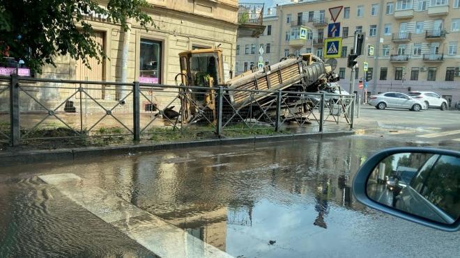 Перекресток Лиговского и Расстанной затопило холодной водой