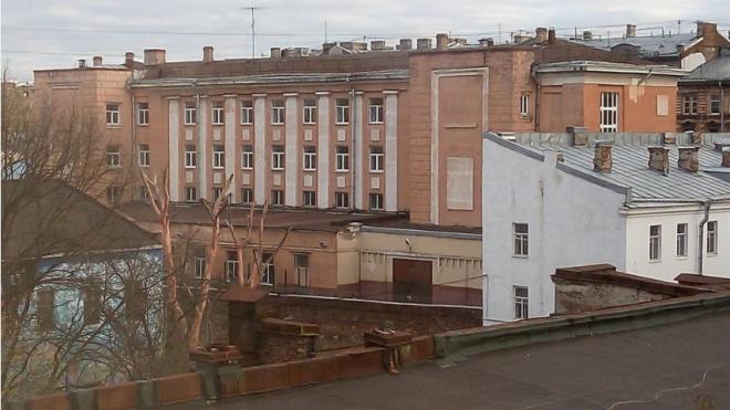 Горному университету разрешили сделать из школы на Васильевском общежитие