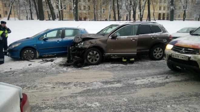 В ДТП на Смольной набережной пострадал водитель