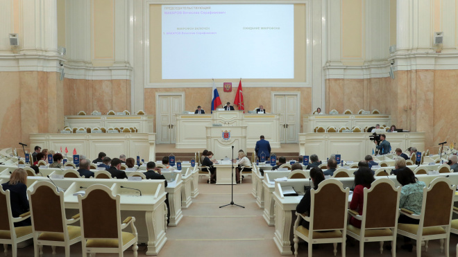 Депутаты поддержали законопроект о повышении заработной платы себе и чиновникам