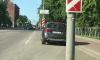 Фотофакт: туристы из Петербурга воруют в Выборге свежепосаженную герань