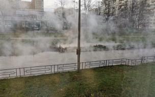 Очередной прорыв в Кировском районе. Улицы затопило кипятком