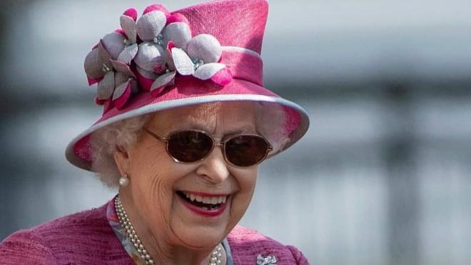 В Букингемском дворце рассказали о самочувствии Елизаветы II после удаления катаракты