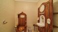 В Челябинске продают особняк с унитазом в виде королевск ...