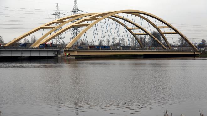 Ремонт Беляевского моста через Большую Охту немного затянется