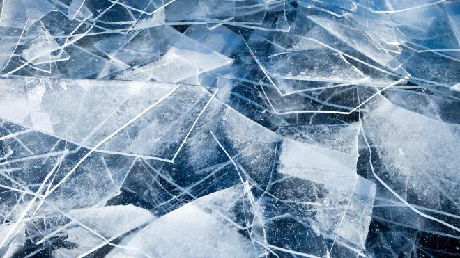 Сегодня спасатели убедили 150 петербуржцев вернуться со льда на берег