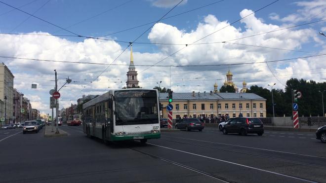 В Петербурге пустили дополнительные автобусы на трех маршрутах