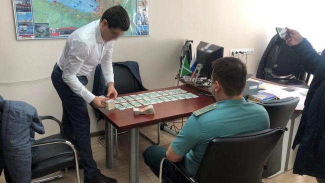"""Начальника таможенного поста """"Лесной порт"""" задержали за крупную взятку"""