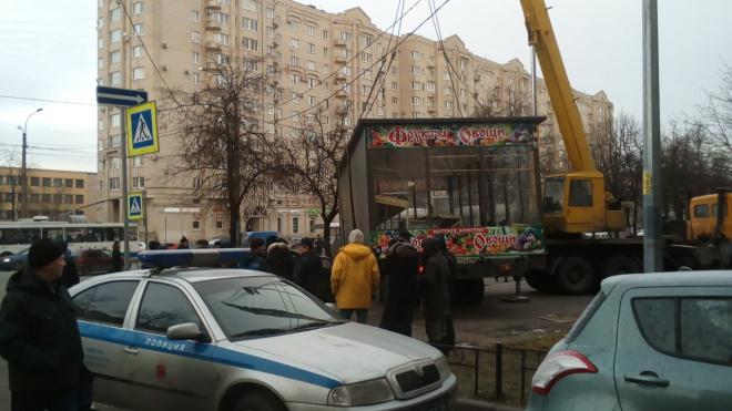 Петербургские бизнесменыпытаются отвоевать овощной ларек