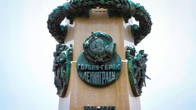 Беглов возложил цветы к обелиску на Восстания в честь Дня защитника Отечества