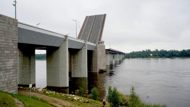 """Трассу """"Кола"""" перекроют из-за разводки Ладожского моста"""