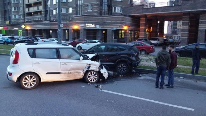Нетрезвый водитель помял три припаркованные машины на Парнасе