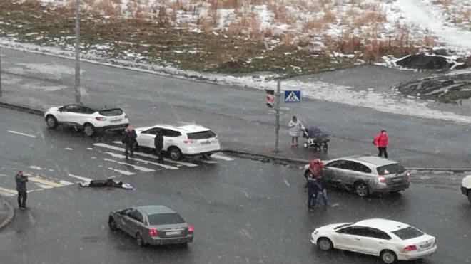 В Петербурге пешеход попал под колеса машины