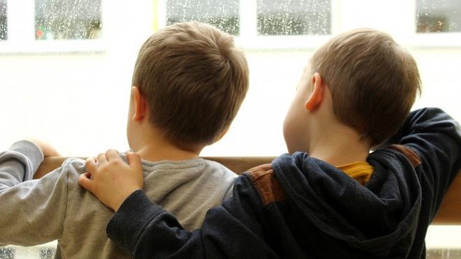 Маленькие петербуржцы стали чаще выпадать из окон